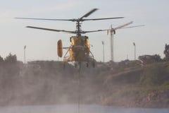 вода вертолета черпая Стоковые Фотографии RF