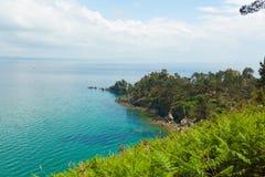вода взгляда неба океана облака Предпосылка природы с никто Morgat, полуостров Crozon, Бретань, Франция Стоковые Изображения