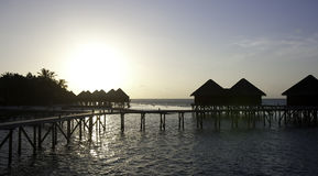 вода виллы захода солнца Мальдивов Стоковое фото RF
