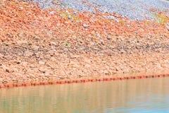Вода в сельской местности запруды для производства электроэнергии с космосом экземпляра добавляет текст Стоковая Фотография