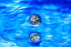 вода глобуса земли падения принципиальной схемы Стоковое Изображение RF