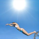 вода девушки подныривания бикини Стоковая Фотография