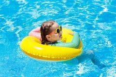 вода заплывания спорта бассеина ребенка Заплыв детей Игра воды Стоковая Фотография