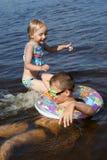 вода игры детей Стоковые Фото