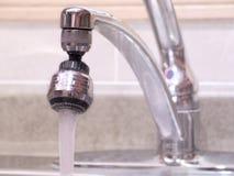 вода из крана стоковые изображения rf