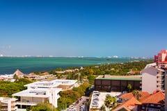 Вода и вид на город Cancun Стоковые Фотографии RF