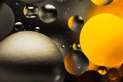 Вода и масло, красивая предпосылка конспекта цвета основанная на белых кругах апельсина и серого цвета и овалах, абстракции макро Стоковая Фотография RF