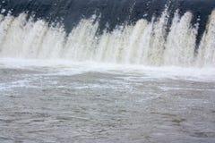 Вода и шлюз Стоковое Фото
