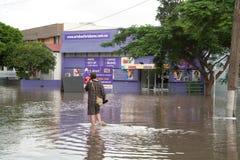 вода Квинсленда человека потоков гуляя Стоковые Фотографии RF