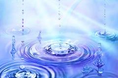 вода маленьких людей стоковое изображение rf