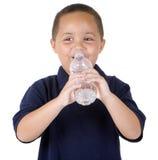 вода мальчика бутылки стоковое изображение