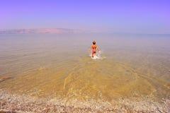 вода мальчика стоковое изображение rf
