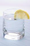 Вода на здоровая жизнь с лимоном Стоковая Фотография
