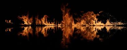 вода отражения пожара Стоковая Фотография