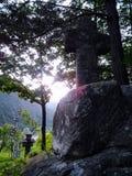 вода скита s человека фонтана перекрестных течений апертур священнейшая каменная стоковое изображение