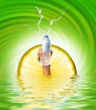 вода удерживания руки бутылки Стоковые Фото