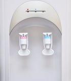 вода холодного faucet распределителя горячая Стоковая Фотография