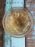 Вода чая льда на стиле таблицы ретро стоковое фото