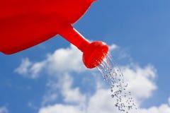 Вода чонсервной банкы против неба Стоковая Фотография
