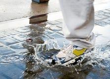 вода шагать бассеина человека Стоковые Изображения