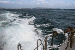 Вода ‹â€ ‹â€ моря двигая моторной лодкой стоковое изображение rf