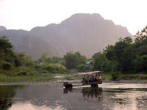 вода vieng vang трактора Лаоса стоковые изображения