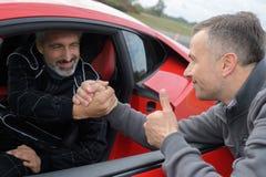 Водитель быстрого автомобиля счастливый стоковая фотография