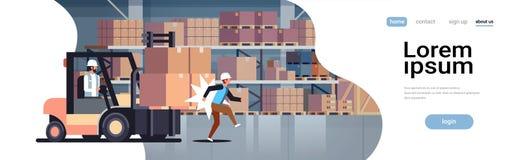 Водитель грузоподъемника ударяя водителя перехода склада концепции аварии фабрики коллеги работника логистического опасного ранен бесплатная иллюстрация