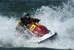 Водитель лыжи двигателя во время гонки Стоковые Изображения