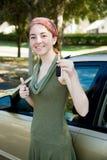 водитель пользуется ключом предназначенное для подростков Стоковая Фотография RF