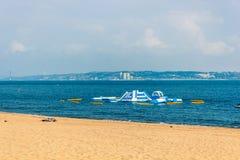 Водные горки на пляже, Oeiras Португалия моря стоковая фотография rf