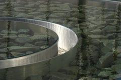 Водный бассейн круговой нержавеющей стали отражая Стоковые Изображения RF