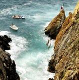 водолазы Мексика скалы acapulco стоковое фото