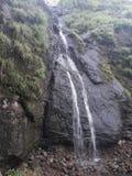 Водопады выглядят большими и красивыми в зонах холмов вокруг гор стоковое фото
