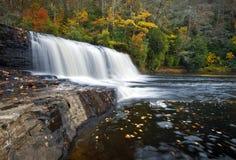 водопады положения парка рыболовного судна падений Du Pont осени стоковое изображение