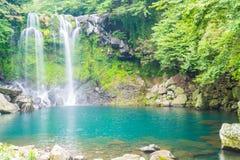 водопады cheonjeyeon в Jeju Isaland стоковые фото
