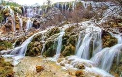 Водопад внутри парка долины jiuzhaigo сценарного стоковые фото
