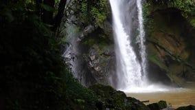 Водопад водопада в водопаде Градуса Фаренгейта mok перемещения природы акции видеоматериалы