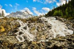 Водопад в Британской Колумбии, Канада горы Стоковое Изображение