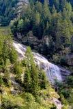 Водопад в горах стоковые изображения