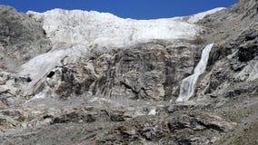 Водопад в горах Georgia сток-видео