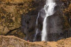 Водопад в осени, северная Европа Bjarnarfoss стоковое изображение