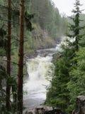 Водопад в утесах стоковое изображение