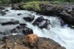 Водопад голодает поток Стоковая Фотография