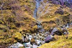 Водопад гористой местности снятый на 3 горах сестер Стоковое Фото