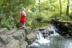 водопад девушки стоковые изображения