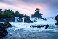Водопад Дон Pha Pheng, Лаос стоковая фотография