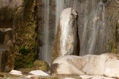 Водопад и утесы стоковое фото