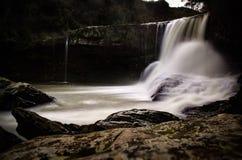 Водопад покинутой электростанции стоковая фотография rf