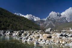 водопад снежка горы нефрита дракона Стоковое Фото